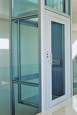 Domuslift hydraulic platform lift for Domus building cleaning company